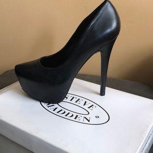 Steve Madden black leather heels
